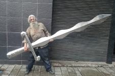 Francisco Cataño el escultor que doma el acero para volverlo arte