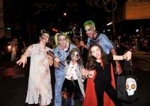 Noche de Halloween en Medellín recibió curiosos disfraces