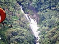 Río San Antonio el cual recorre unos 500 metros dentro de la montaña después de su nacimiento más arriba